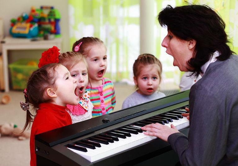 Дошкольники учатся петь