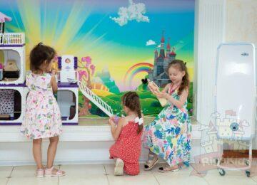 Детки играют сад на Новой Риге Рига Кидс