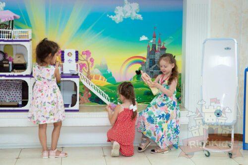 Детки играют садик на Новой Риге Рига Кидс фото