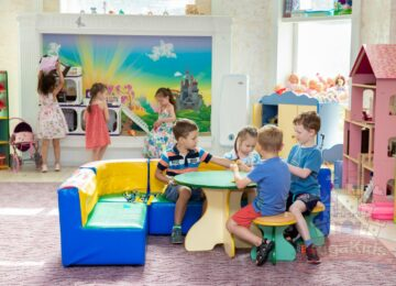 Детки играют сад на Новой Риге Рига Кидс фото
