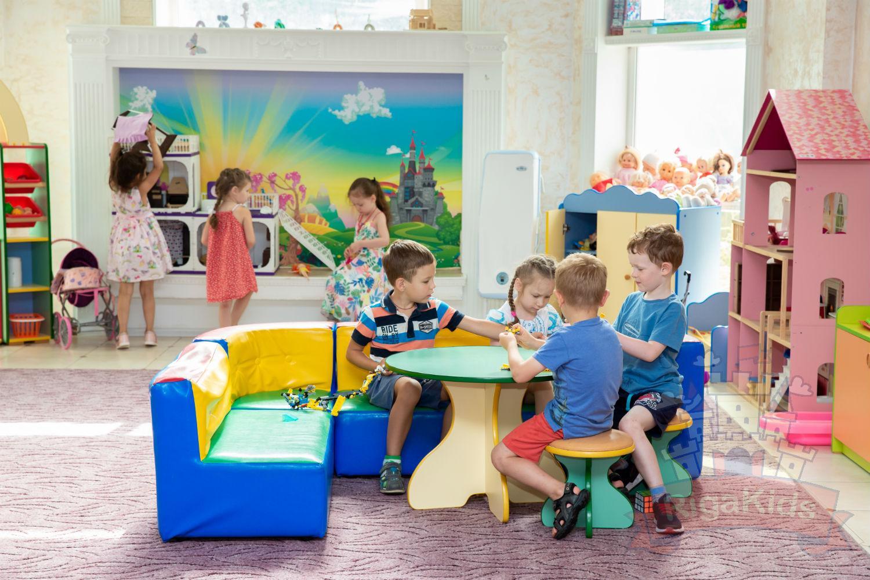 Детки играют садик на Новой Риге Рига Кидс