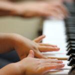 """<span class=""""title"""">Почему дошкольникам полезно учиться играть на фортепиано?</span>"""