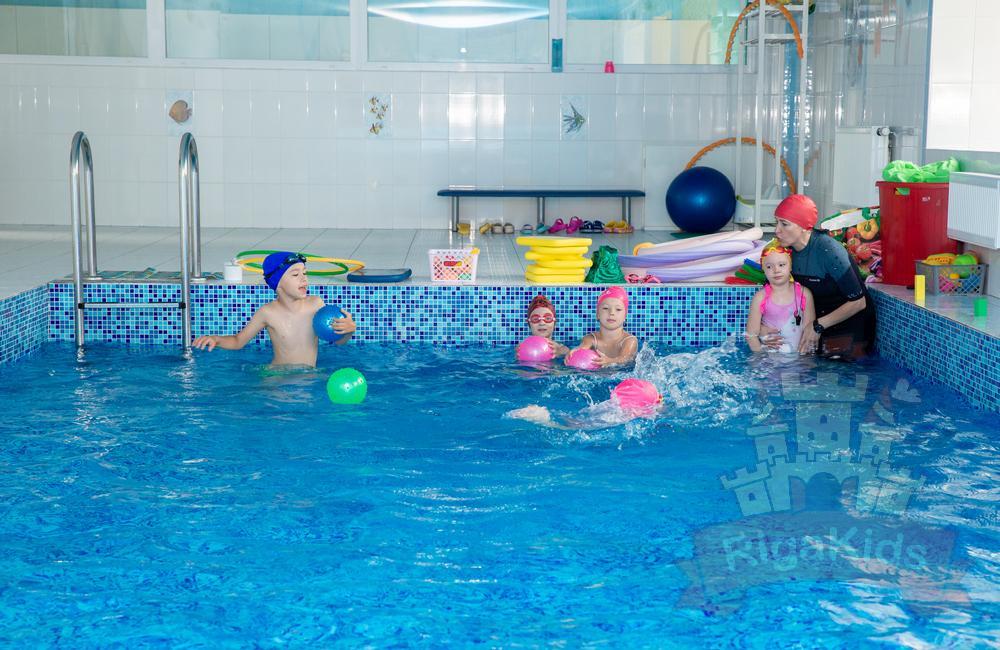 Плавание в детском саду РигаКидс