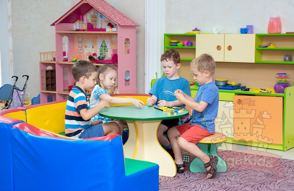Дети дошкольники играют, фото