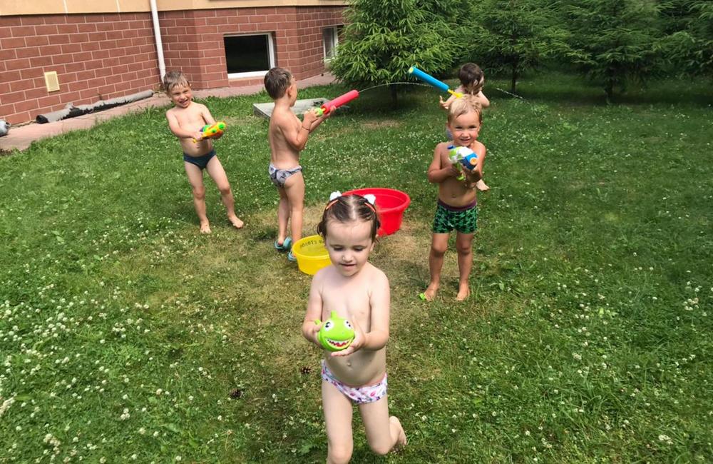 Дети на свежем воздухе летом