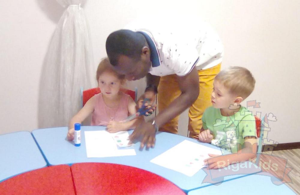 Детки изучают английский язык
