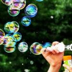 """<span class=""""title"""">Какую пользу для здоровья ребенка приносит надувание мыльных пузырей?</span>"""
